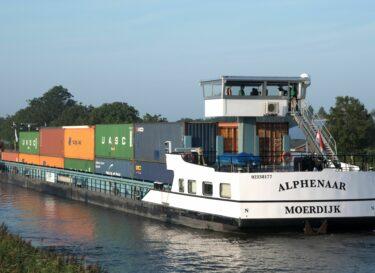 Alphenaar 2 Elektrisch op weg Alphen aan de Riijn naar Moerdijk Ries van Wendel de Joode free of copyright met verwis