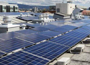 Adobestock 157428613 energietransitie zonnepanelen laadpalen risico verzekeraar kleiner