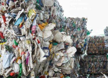 Adobestock afvalberg plastic