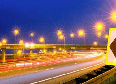 Adobestock lantaarnpalen snelweg
