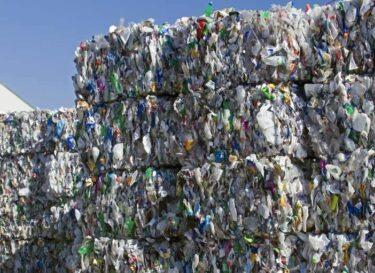 Adobestock plastic recycling balen
