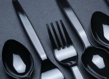 Adobestock plastic servies zwart