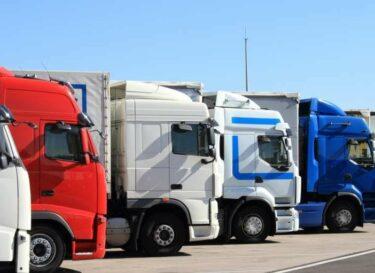 Adobestock vrachtwagens parkeerplaats kleiner