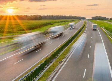 Adobestock vrachtwagens snelweg