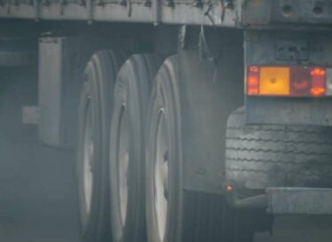 Adobestock vrachtwagens uitstoot emissie