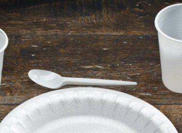 Adobestock wegwerpservies plastic
