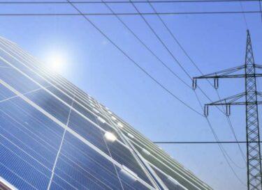 Adobestock zonne energie hoogspanningsmast