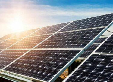 Adobestock zonnepanelen weiland zon