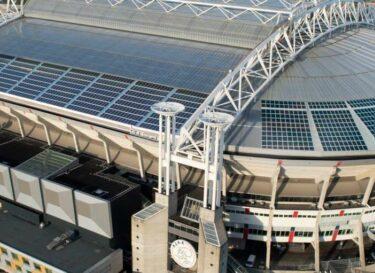 Arena overdag zonnepaneel