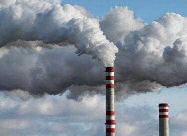 Co2 fabrieken rook fabriekspijpen