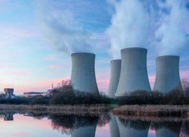 Kerncentrale bij water