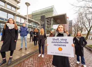 Negen studenten bestrijden reclame shell