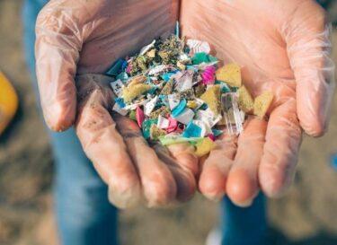 Plastic zand handen strand change inc adobe stock