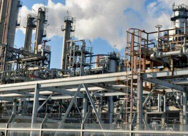 Raffinaderij refinery olie gas fossiel adobe stock