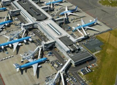 Schiphol pier vliegtuigen
