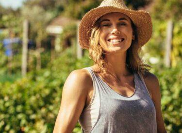 Vrouw boer biologisch adobe stock
