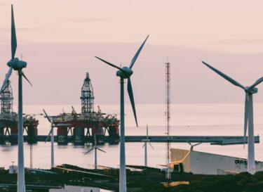 Windmolens olieplatforms samen zee land adobe stock change inc