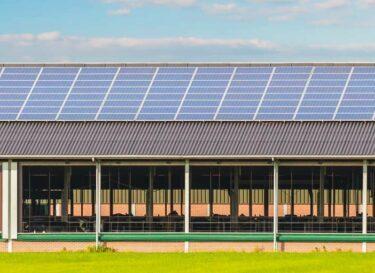 Zonnepanelen dak boer bedrijf