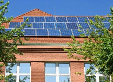 Zonnepanelen dak school