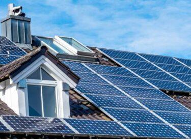 Zonnepanelen op dak adobe stock
